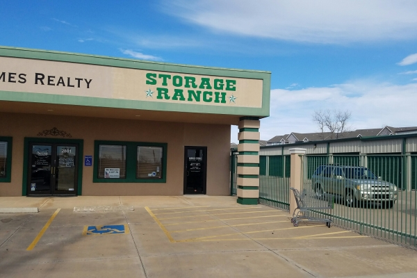 Image of the front of Storage Ranch's facility in Lawton, Oklahoma off Lee Blvd