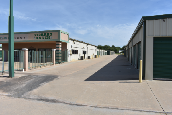 Alternate image of the front of the facility on Lee Blvd